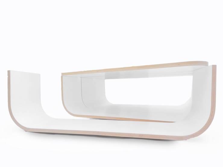 mesa auxiliar UMYD: Salones de estilo  de CRUX arquitectos