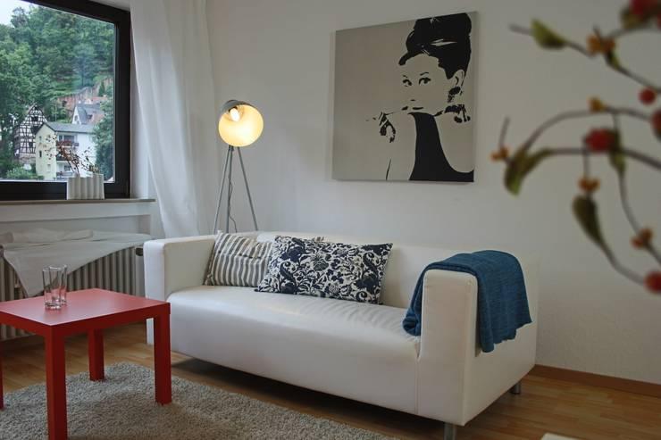 1 Zimmer Wohnung:   von (T)RaumStaging Mensch