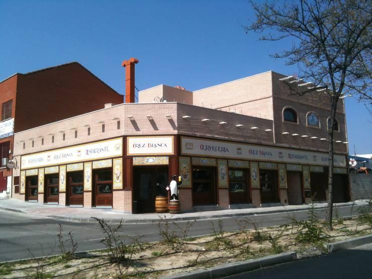 Restaurante <q>Cruz Blanca</q>, San Sebastián de los Reyes, Madrid:  de estilo  de JARQUE ALONSO ARQUITECTOS