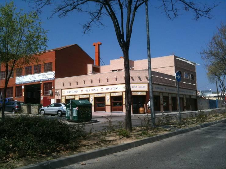 """Restaurante """"Cruz Blanca"""", San Sebastián de los Reyes, Madrid:  de estilo  de JARQUE ALONSO ARQUITECTOS"""