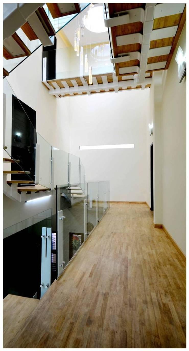 SHANKAR RESIDENCE:  Houses by Synectics partners