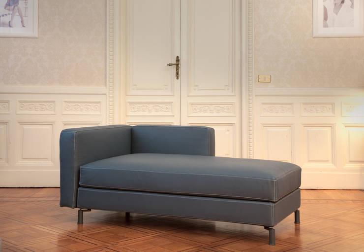 PASSEPARTOUT: Ingresso, Corridoio & Scale in stile  di Adele-C,