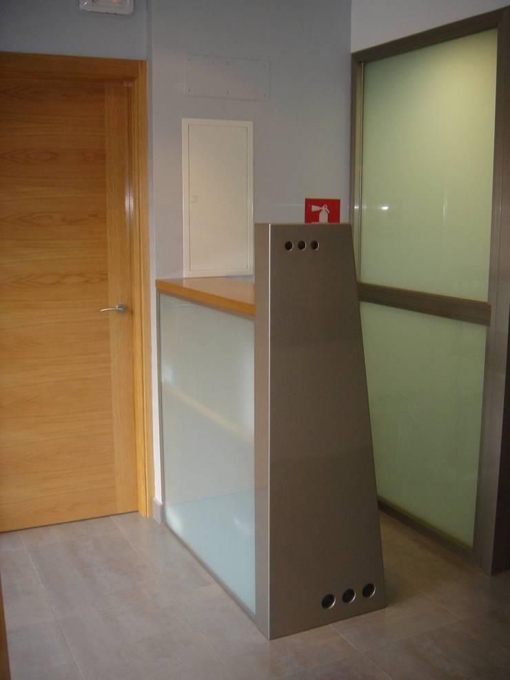 Clínica dental, Segovia:  de estilo  de JARQUE ALONSO ARQUITECTOS
