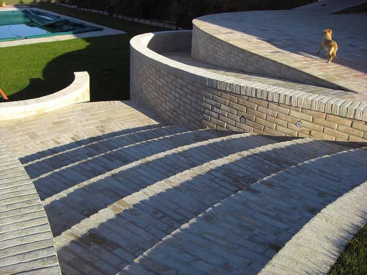 SPAZI ESTERNI: Giardino in stile  di Studio Tecnico Arch. Lodovico Alessandri,