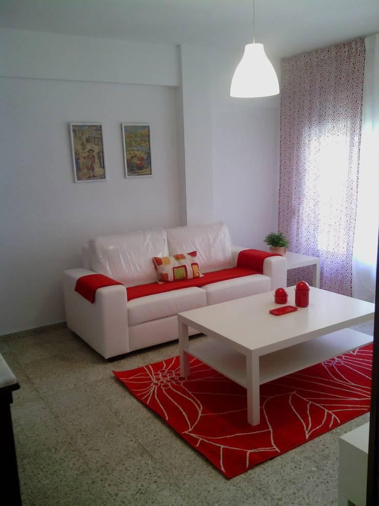 Salon Blanco y rojo:  de estilo  de Cinthia Vanderberg