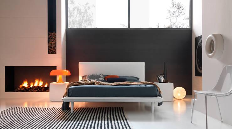 VOLA: Camera da letto in stile  di Bolzanletti