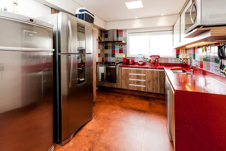 Jd. Marajoara: Cozinhas  por Tikkanen arquitetura