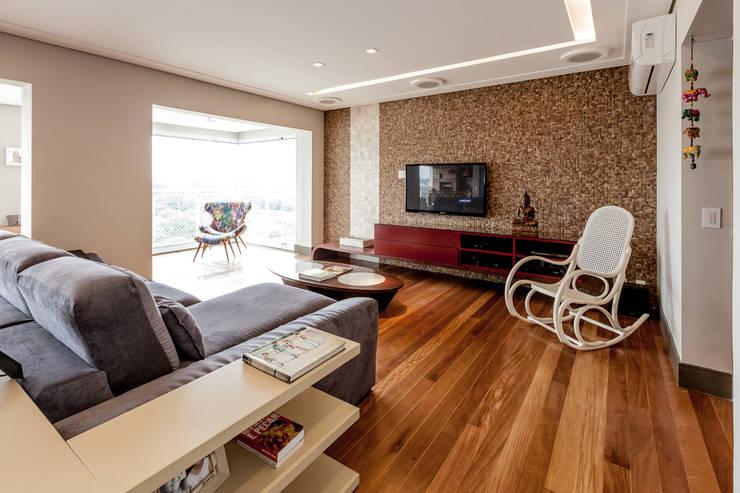 Jd. Marajoara: Salas de estar modernas por Tikkanen arquitetura