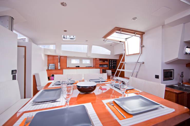 agencement d'un  voilier, le windpearl 58: Maison de style  par Line Concept
