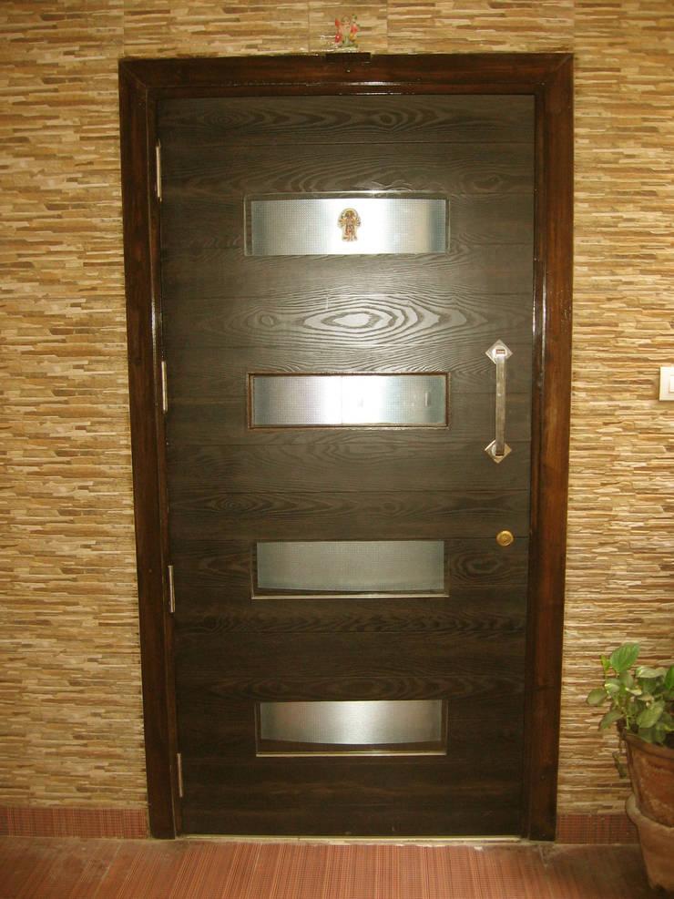 ENTERANCE DOOR:  Corridor, hallway & stairs  by 4D The Fourth Dimension Interior Studio