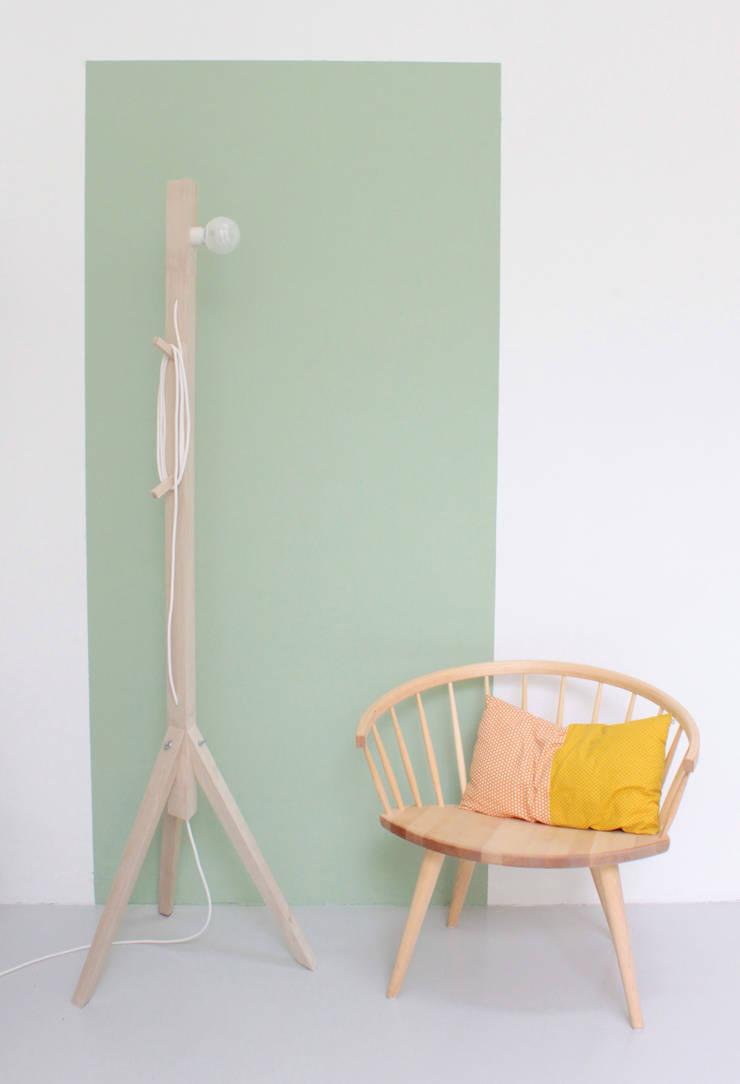 Lampes Caroline Gomez: Maison de style  par ^£~~