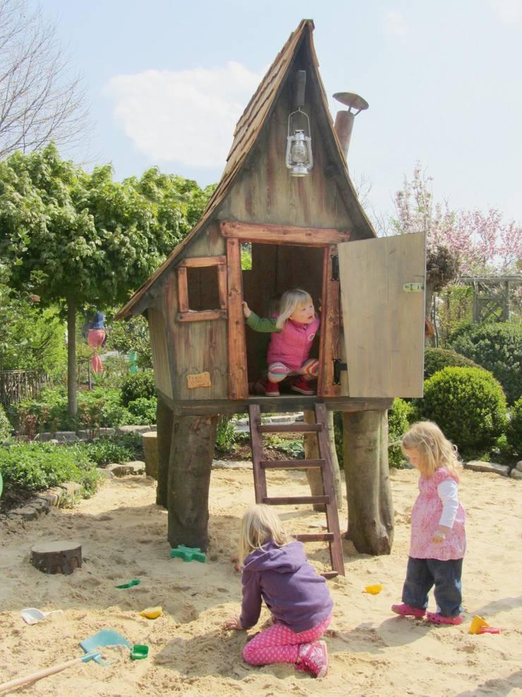 Märchenhaftes Spielhaus für die Kinder:  Garten von Steffen GmbH ,