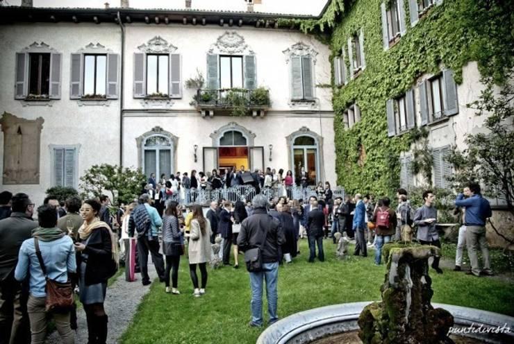 La colección de camas NATUZZI Italia lanzada con VOGUE Italia: Recámaras de estilo  por NATUZZI - Andares Guadalajara