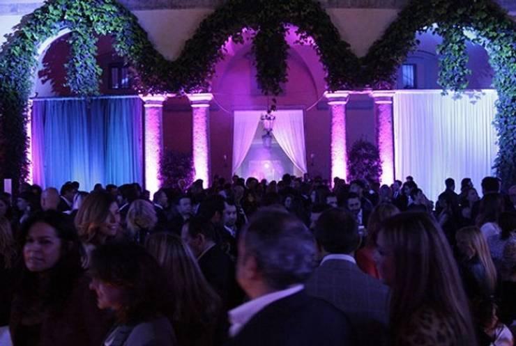 Harmony in diversity al I Salini Milan 2014: Hogar de estilo  por NATUZZI - Andares Guadalajara