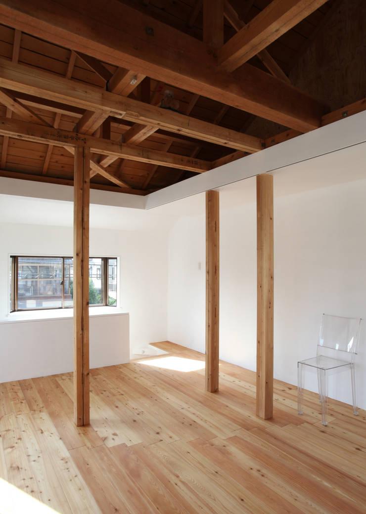 House K Salon moderne par kosuke sakai & associates Moderne