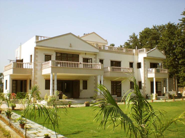 Kumar Farm House – South Delhi:   by Horizon Design Studio Pvt Ltd