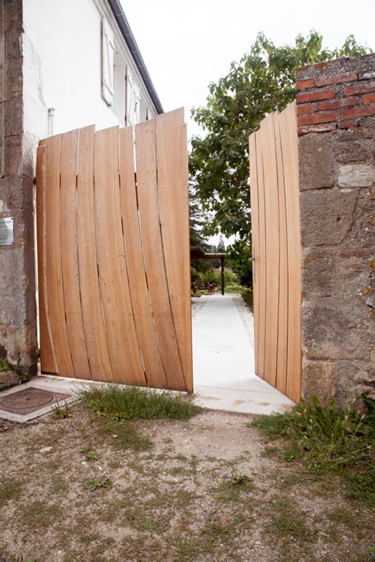 Portail: Fenêtres & Portes de style  par Lenka créations