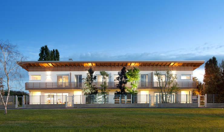 SMART House: Case in stile  di ARCStudio PERLINI