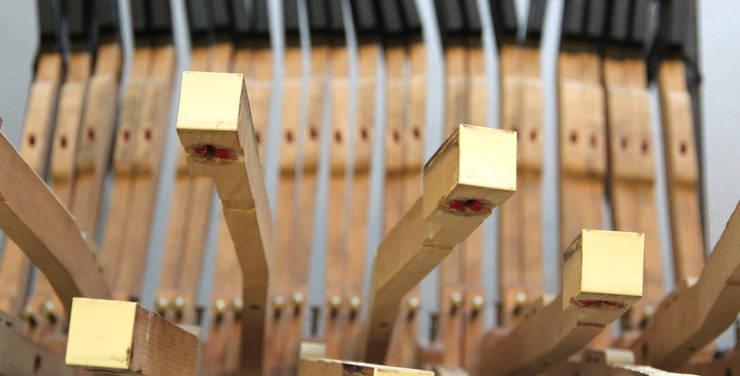 Piano Stuhl:   von Die MÖBELHAUEREI,Ausgefallen