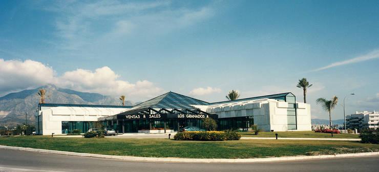 Oficinas Los Granados: Oficinas y tiendas de estilo  de Asenjo y Asociados
