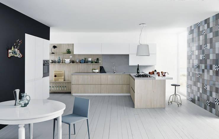 Mila: Cucina in stile  di CESAR