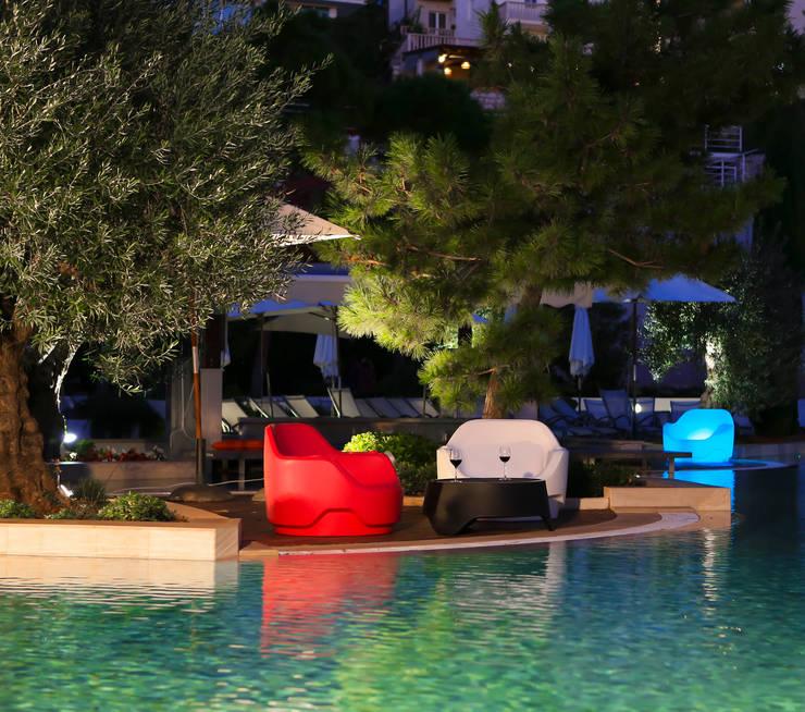 Totem: Jardin de style de style Moderne par Rotomod