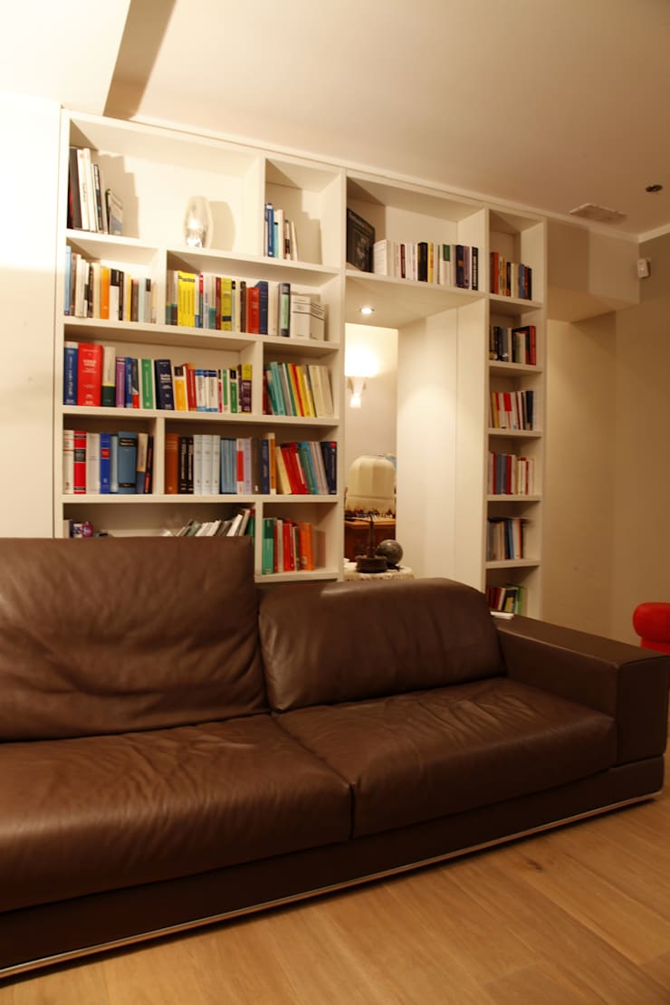 zona salotto: Case in stile  di Architetto Monica Becchio, Moderno