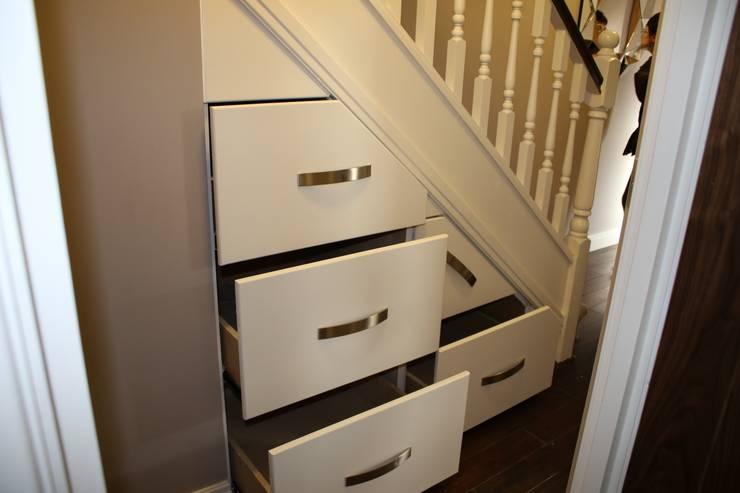 Projekty,  Korytarz, hol i schody zaprojektowane przez Roberts 21st Century Design