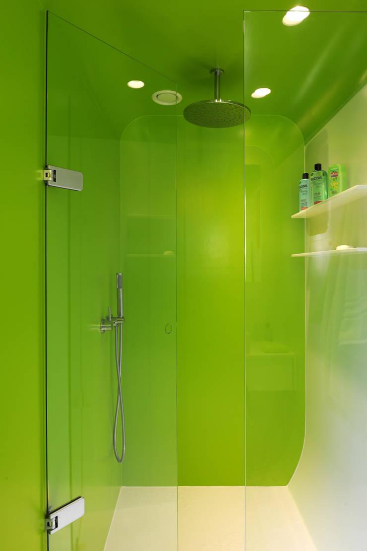Le loft Kempart: Maisons de style  par  Dethier Architecture