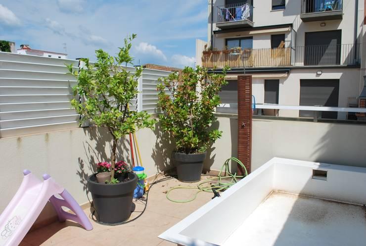Antes y después terraza Sant Antoni de Calonge : Terrazas de estilo  de Vicente Galve Studio