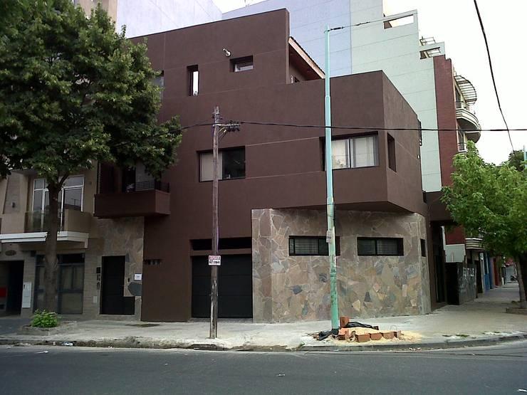 ampliacion de vivienda unifamiliar y estudio contable :  de estilo  por Remodelaciones SF