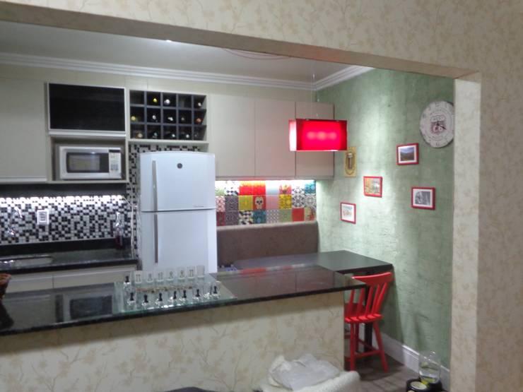 Cozinha Colorida: Cozinhas  por Elaine Medeiros Borges design de interiores
