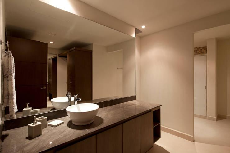 bathroom: Baños de estilo  por NZA