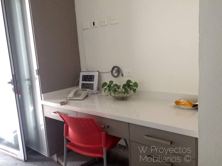Cubierta para escritorio Compac® Glaciar de W Proyectos Mobiliarios Moderno