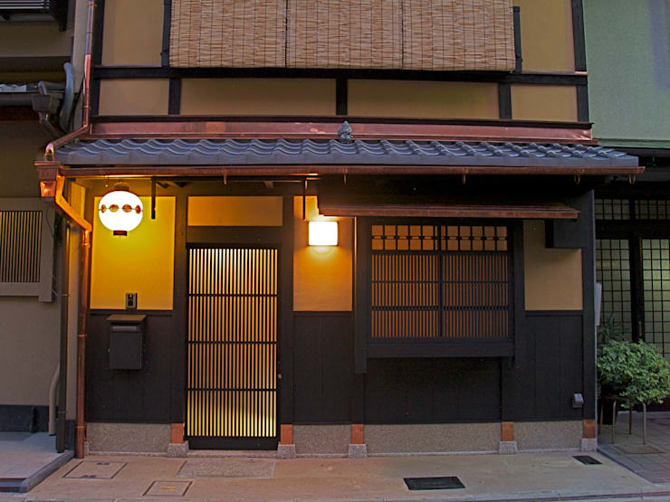 外観夜景:       古津真一 翔設計工房一級建築士事務所が手掛けた家です。,