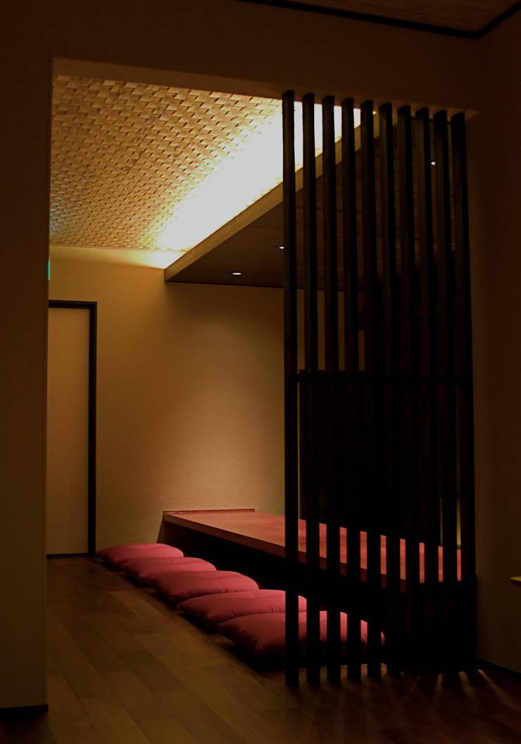カウンター2 :       古津真一 翔設計工房一級建築士事務所が手掛けたダイニングです。,