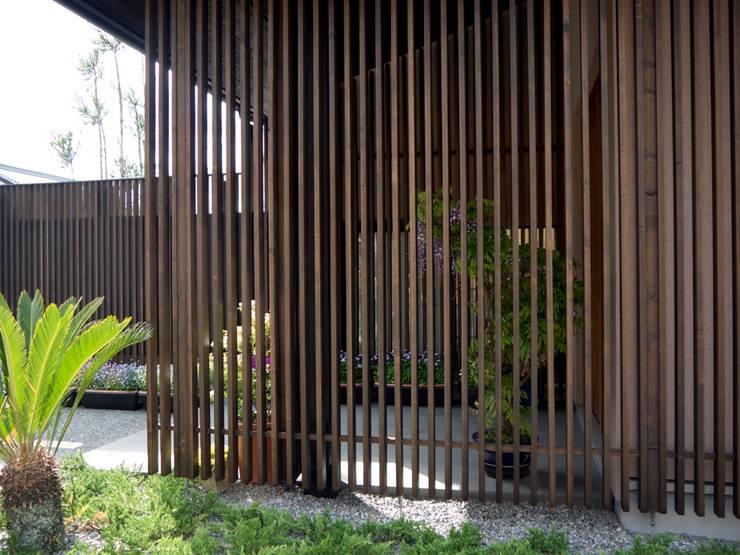 外観近景:       古津真一 翔設計工房一級建築士事務所が手掛けた家です。,モダン