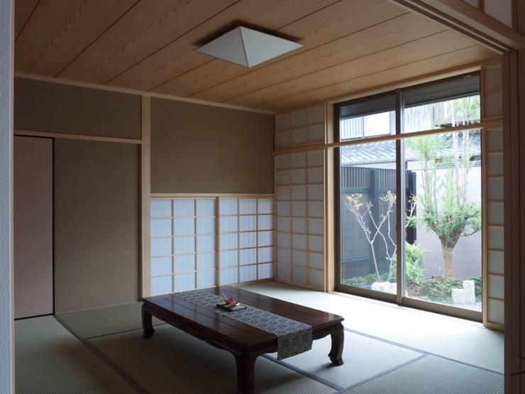 和室:       古津真一 翔設計工房一級建築士事務所が手掛けた家です。,モダン