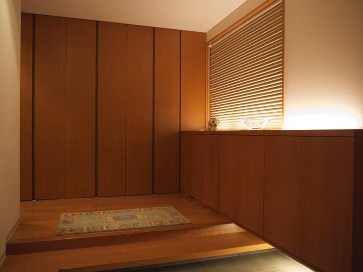 玄関:       古津真一 翔設計工房一級建築士事務所が手掛けた廊下 & 玄関です。,モダン