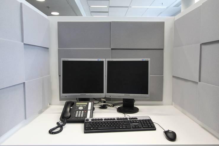 Przestrzeń biurowa by Mikomax - stanowisko pracy: styl , w kategorii Domowe biuro i gabinet zaprojektowany przez FLUFFO fabryka miękkich ścian