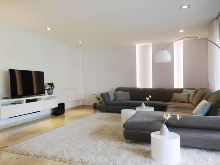 Ruang Keluarga oleh raum² - wir machen wohnen, Modern