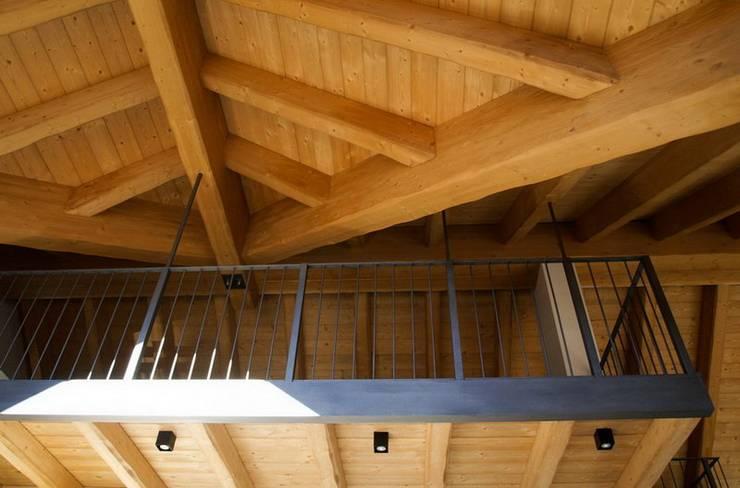 soppalco appeso: Terrazza in stile  di enrico girardi architetto