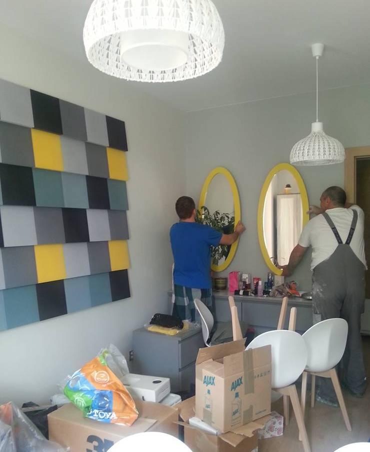 Ściana z panelami Fluffo Cubic : styl , w kategorii Salon zaprojektowany przez FLUFFO fabryka miękkich ścian,