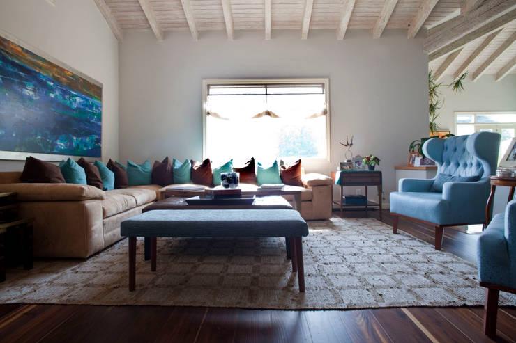 غرفة المعيشة تنفيذ Erika Winters® Design, إنتقائي