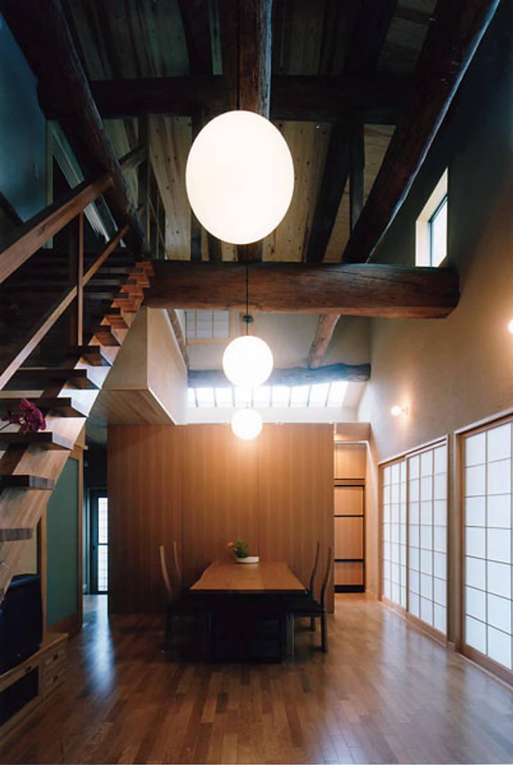 タイトルを入れてください: MOW Architect & Associatesが手掛けたリビングです。