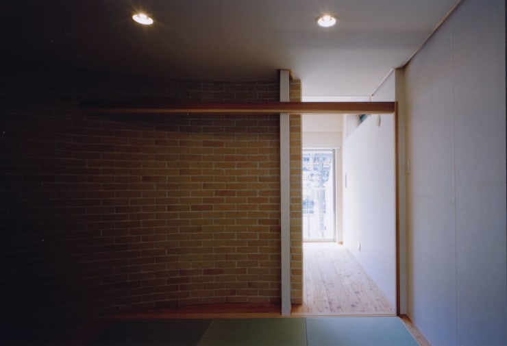 Pasillos y vestíbulos de estilo  de MOW Architect & Associates, Moderno