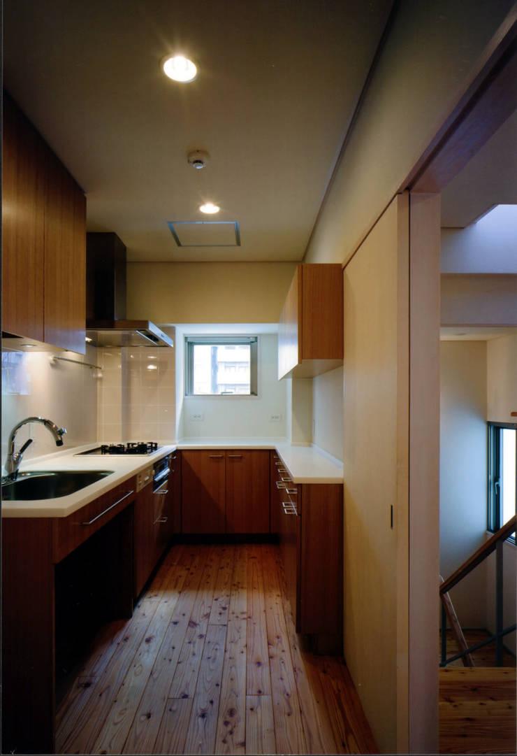 Cocinas de estilo  de MOW Architect & Associates, Moderno