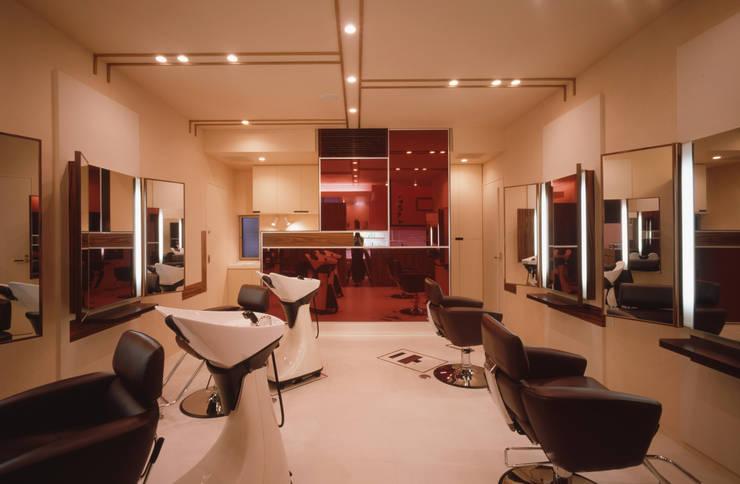 サロン全景: 北川裕記建築設計が手掛けたオフィススペース&店です。