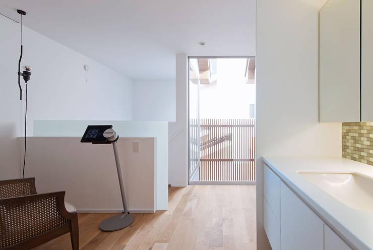 わんわんハウス: ARCHSOL DESIGNが手掛けた浴室です。