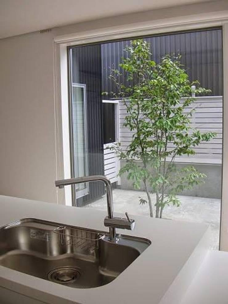 中庭のある家: A-box設計室が手掛けたキッチンです。,モダン